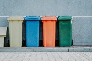 Mülltonnen farbig